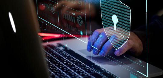 Por que a cibersegurança é estratégica para profissionais de TI e negócios?